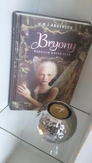 http://booksandmyrabbits.blogspot.de/2017/02/rezension-bryony.html