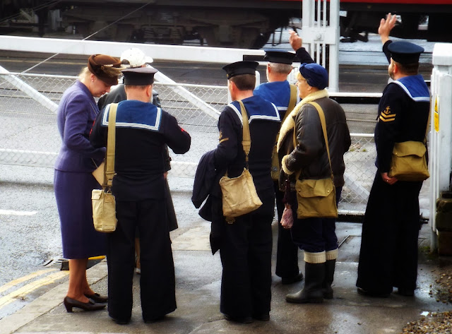 Visitors-to-the-Railway-in-Wartime-weekend-Grosmont-Station