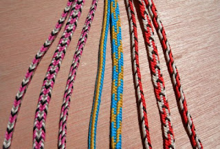 http://loopbraider.com/2011/06/05/5-loop-v-fell-fingerloop-braids-cobbled-together-tutorial-video/