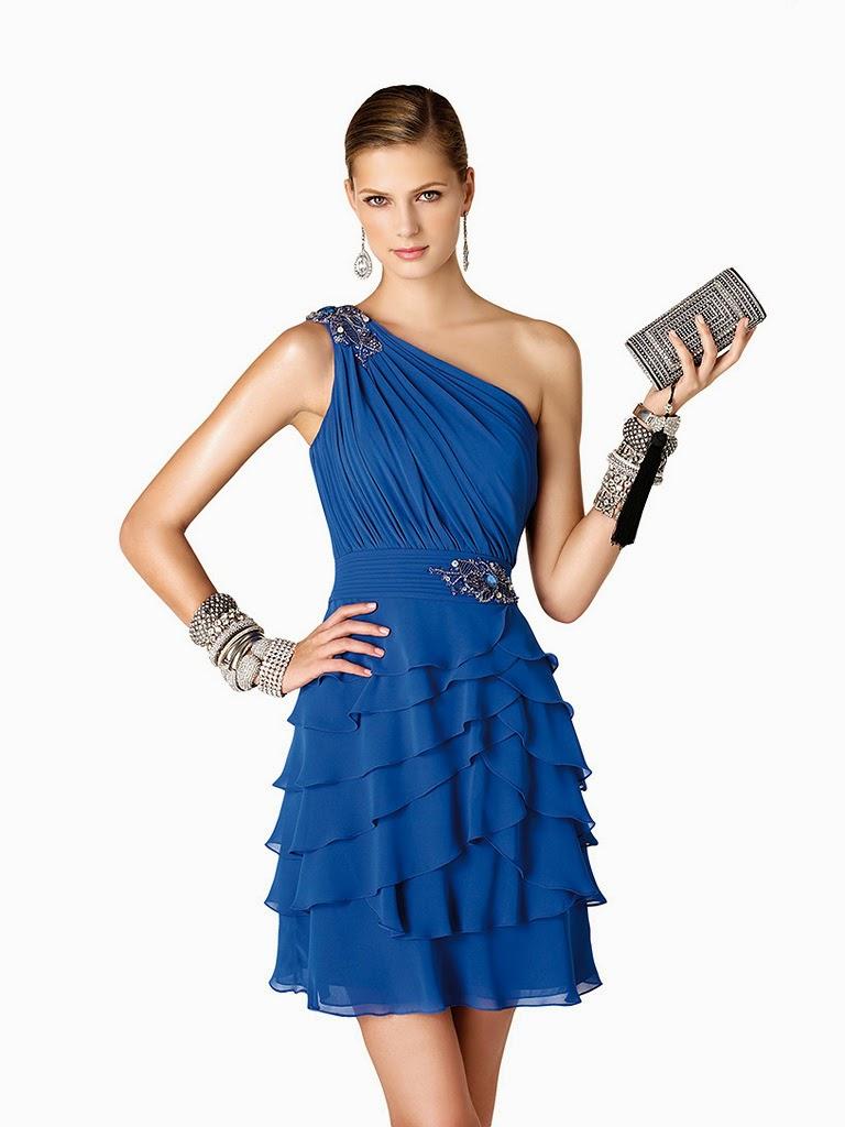 52a0392b6f6ac Bu güzel elbiseleri gümüş rengi, siyah, krem rengi ayakkabı-çantalarla  kombinleyerek ve mavi tonlarında güzel bir makyaj yaparak katıldığınız  partiler ve ...