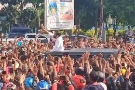 Kerumunan Jokowi di NTT Mirip HRS Pulang dari Arab, Istana Membela: Itu Spontanitas