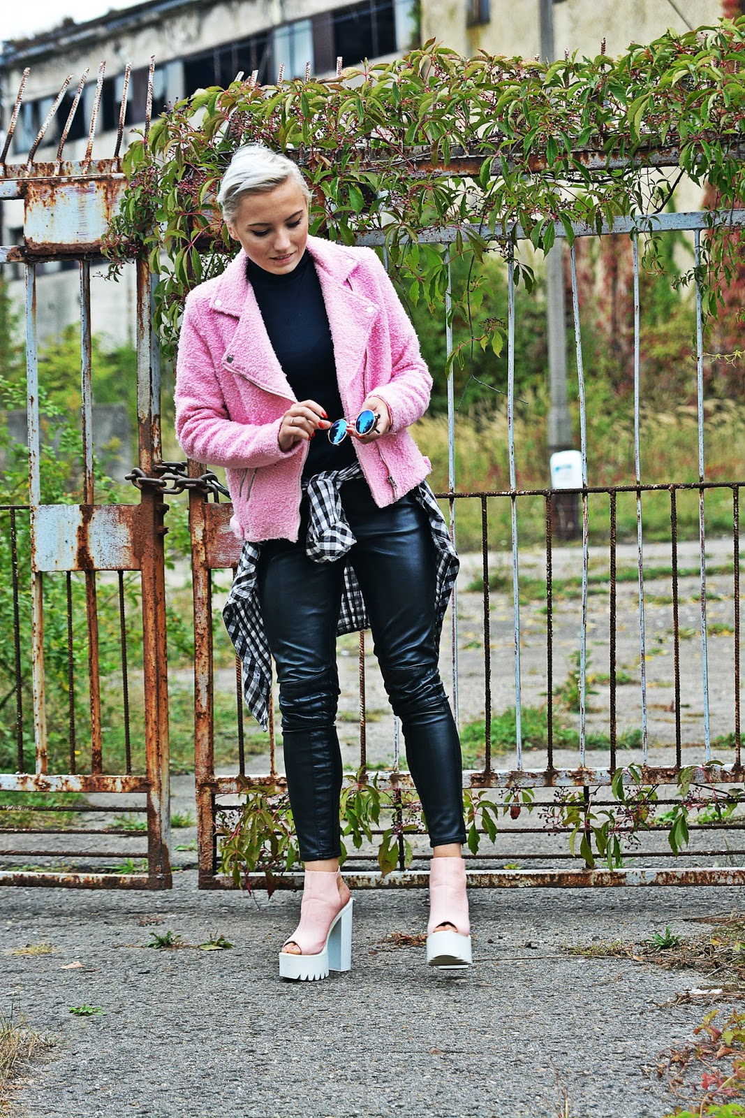 leather_pants_blogger_fashion_pink_karyn
