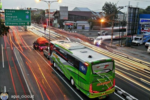 Galeri bus Indonesia