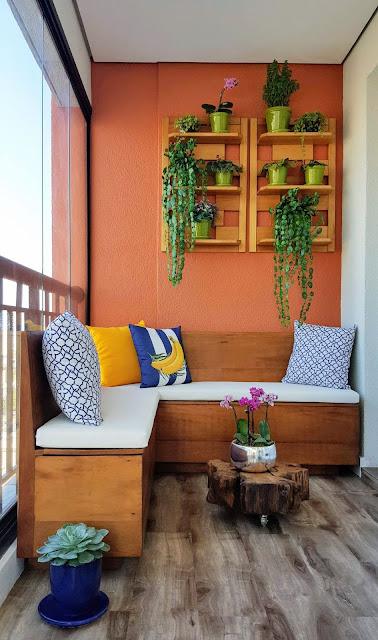decoração-varanda-banco-flores-e-plantas