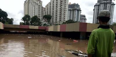 Meski Tanggungjawab Pemerintah Pusat, Anies Tetap Tangani Banjir Kemayoran