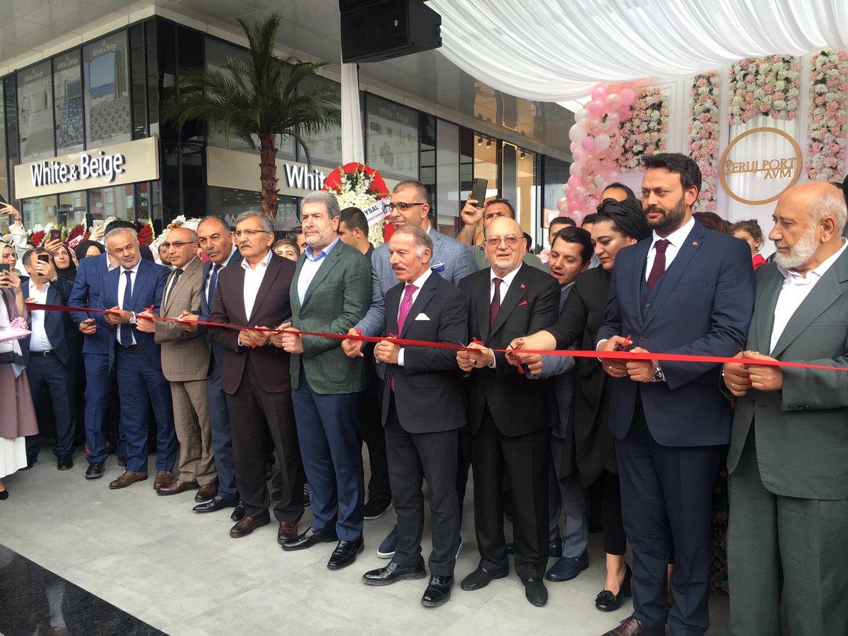 """030d773ea8de7 """"Dünyanın ilk muhafazakar ve kadın AVM'si"""" olarak tanıtılan Zeruj Port  AVM'nin açılış töreninde, kurdeleyi dokuz erkek ve bir kadından (AVM'nin  Yönetim ..."""