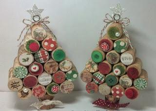 arbolitos de navidad con corchos reciclados