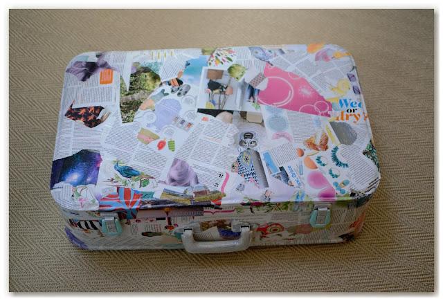 valise vintage customisée en présentoir à boucles d'oreilles