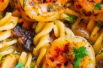 Pesto Shrìmp Pasta with Mushroom