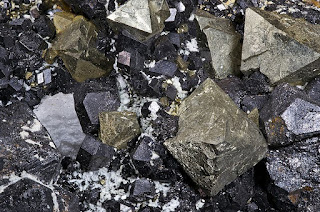 Mineral Magnetit: Pengertian, Struktur dan Kegunaannya