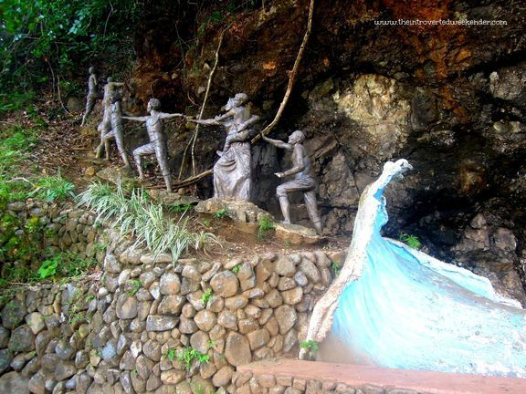 Statues depicting the residents of Baler going up Ermita Hill to escape a tsunami