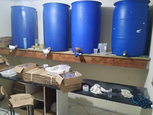 Polícia intercepta fábrica clandestina de álcool em gel em Cruz das Almas