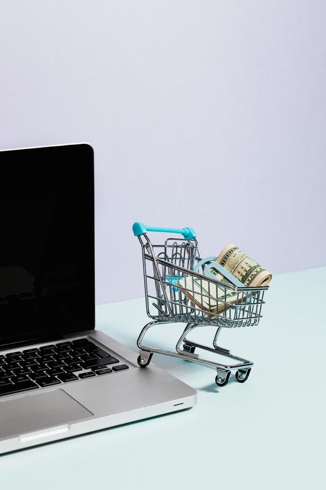 Conheça 5 maneiras infalíveis para economizar na hora de comprar itens para sua casa.  Como fazer compras quando se tem um bom desconto nelas.