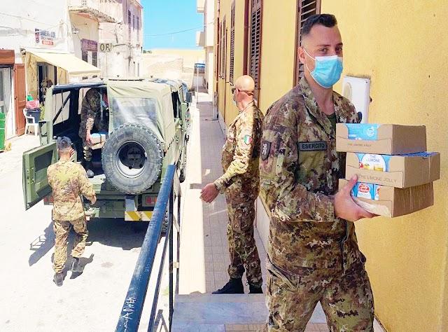 COVID - 19. A Lampedusa l'Esercito dona generi di conforto