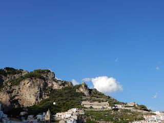 アマルフィのフェリーから見る崖