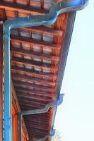 東大寺 しころ建ての房の雨樋の仕舞設え建物軒下 スカイライン