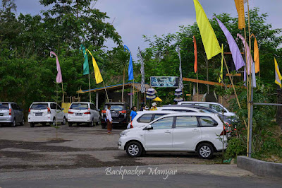 Area parkir di Air Terjun Kanto Lampo