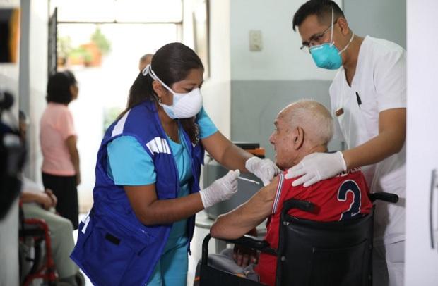 Minsa: cómo será la vacunación contra el coronavirus de los adultos mayores