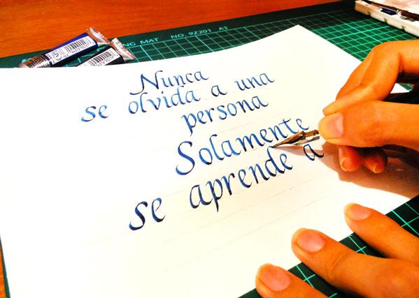 caligrafia cancilleresca con acuarela