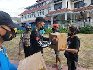 PPKM Level IV, Kapolres Pelabuhan Makassar bagikan Sembako kepada Petugas Kebersihan