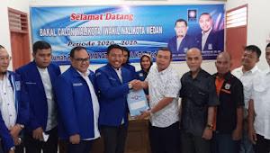 Rusdi Sinuraya - Bahrumsyah Berbalas Pantun di DPC PAN Medan