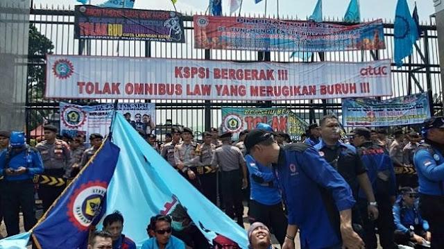 Buruh se-Indonesia Demo Besar Selasa Besok, Bandung dan Surabaya Kebagian