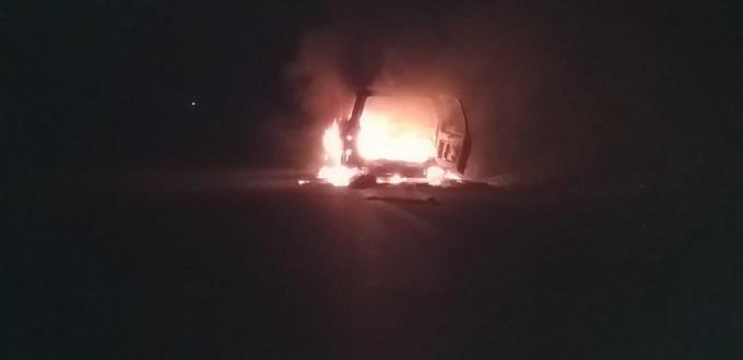 Conductor sale ileso tras incendiarse el automóvil que conducía en Barahona