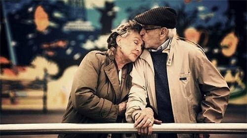 Khi ta về già, sẽ còn có tình yêu?