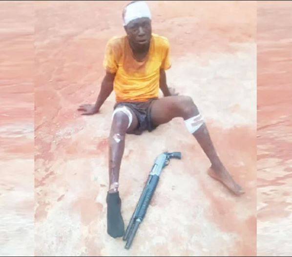 Drama As Police Shoot Robber Who Was Fleeing With Stolen N3.5m In Awka #Arewapublisize