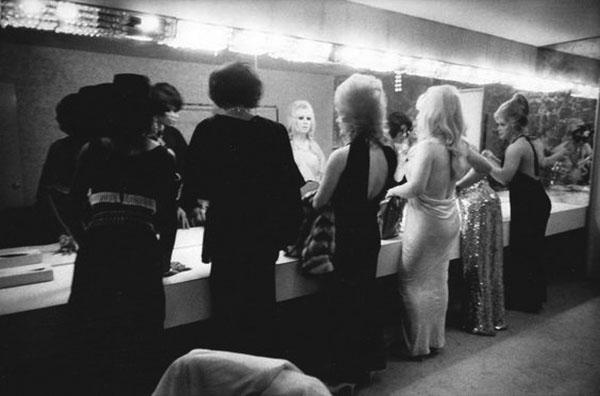 A ladies' room in California circa 1960