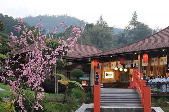 wisata ala jepang The Onsen Hot Spring Resort malang