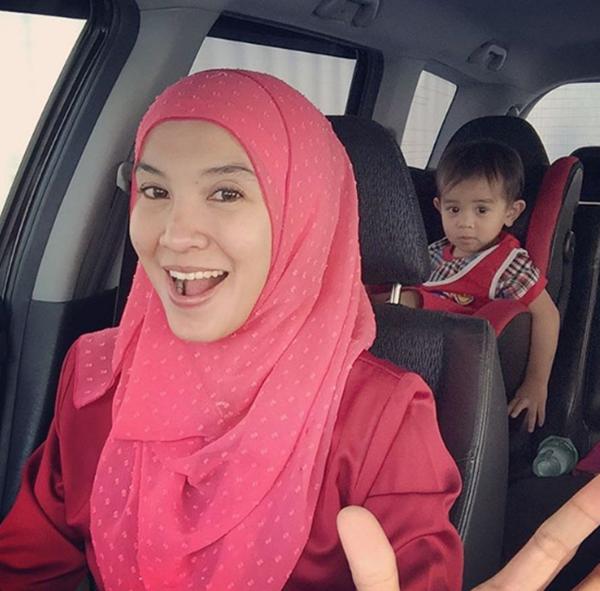 WOW! Gambar Terkini Anak Lisdawati & Fauzi Nawawi Yang Terlajak Comel