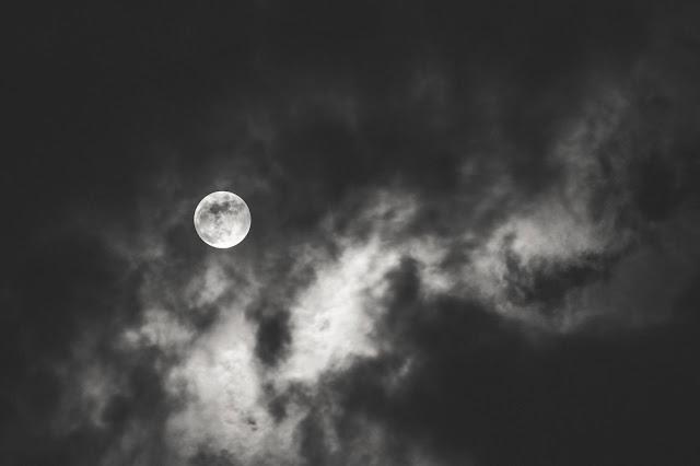 Una noche, [+Bonus poetica], de Yessika María Rengifo Castillo