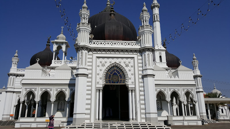 Sisi depan masjid