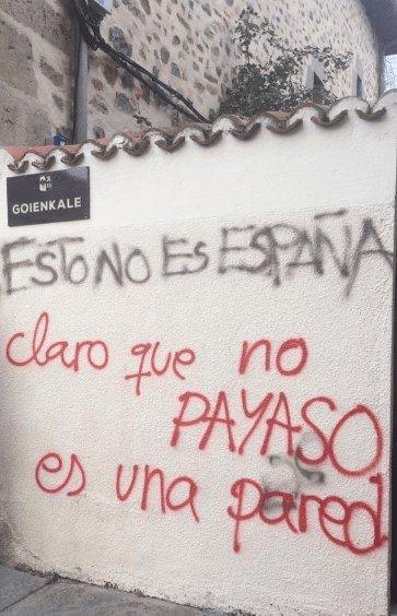Goienkale, esto no es España, claro que no payaso es una pared