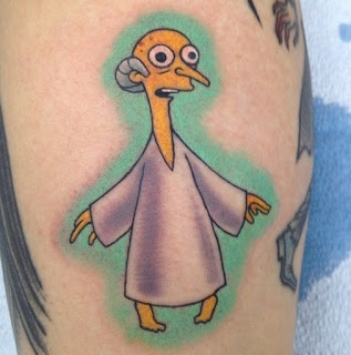 Tatuaje de Los Simpson Mr Burns radioactivo