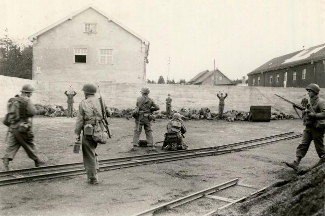 «Убивать пленных немцев — добро». Как американцы вырезали охранников Дахау