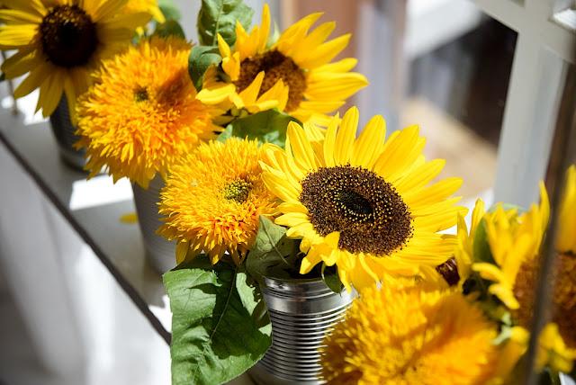 Blumendeko mit Sonnenblumen