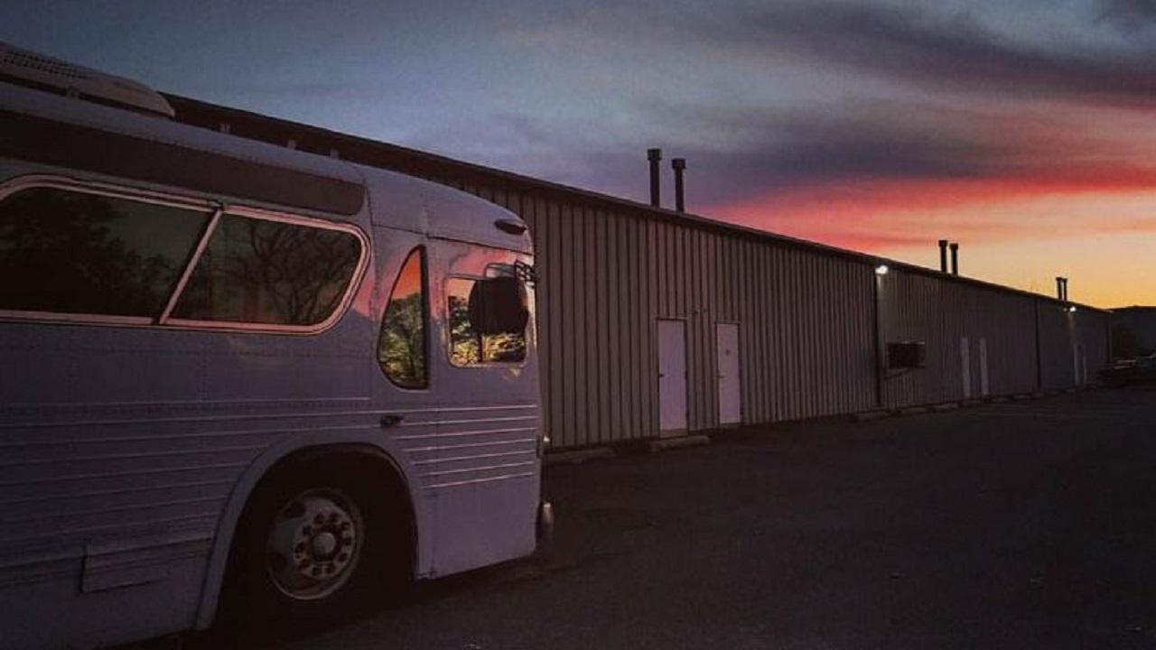 Habiskan Waktu 3 Tahun, Wanita Ini Ubah Bus Tua Jadi Rumah Nyaman!