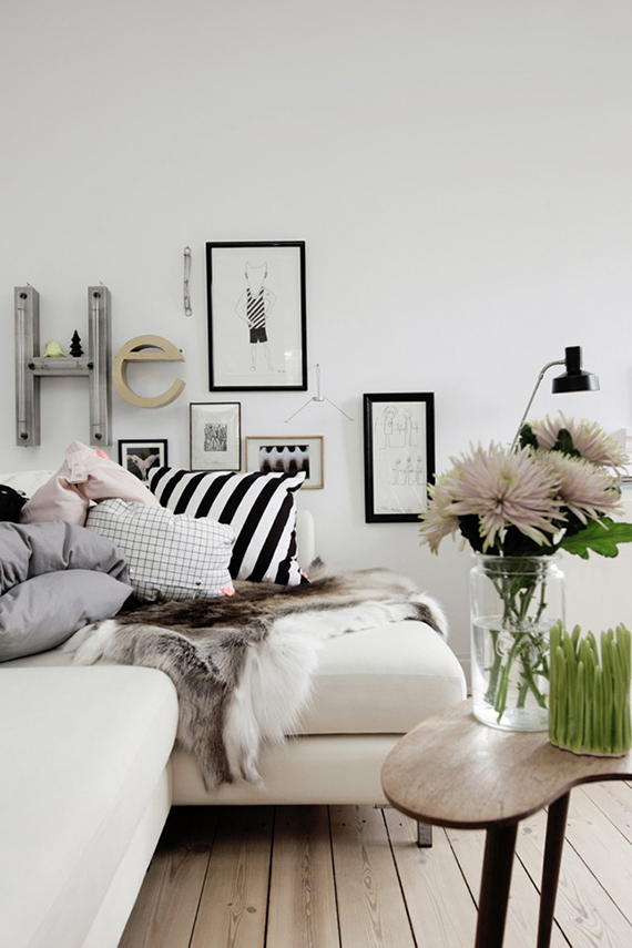 Scandinavian living room. Image via Ellen's Album