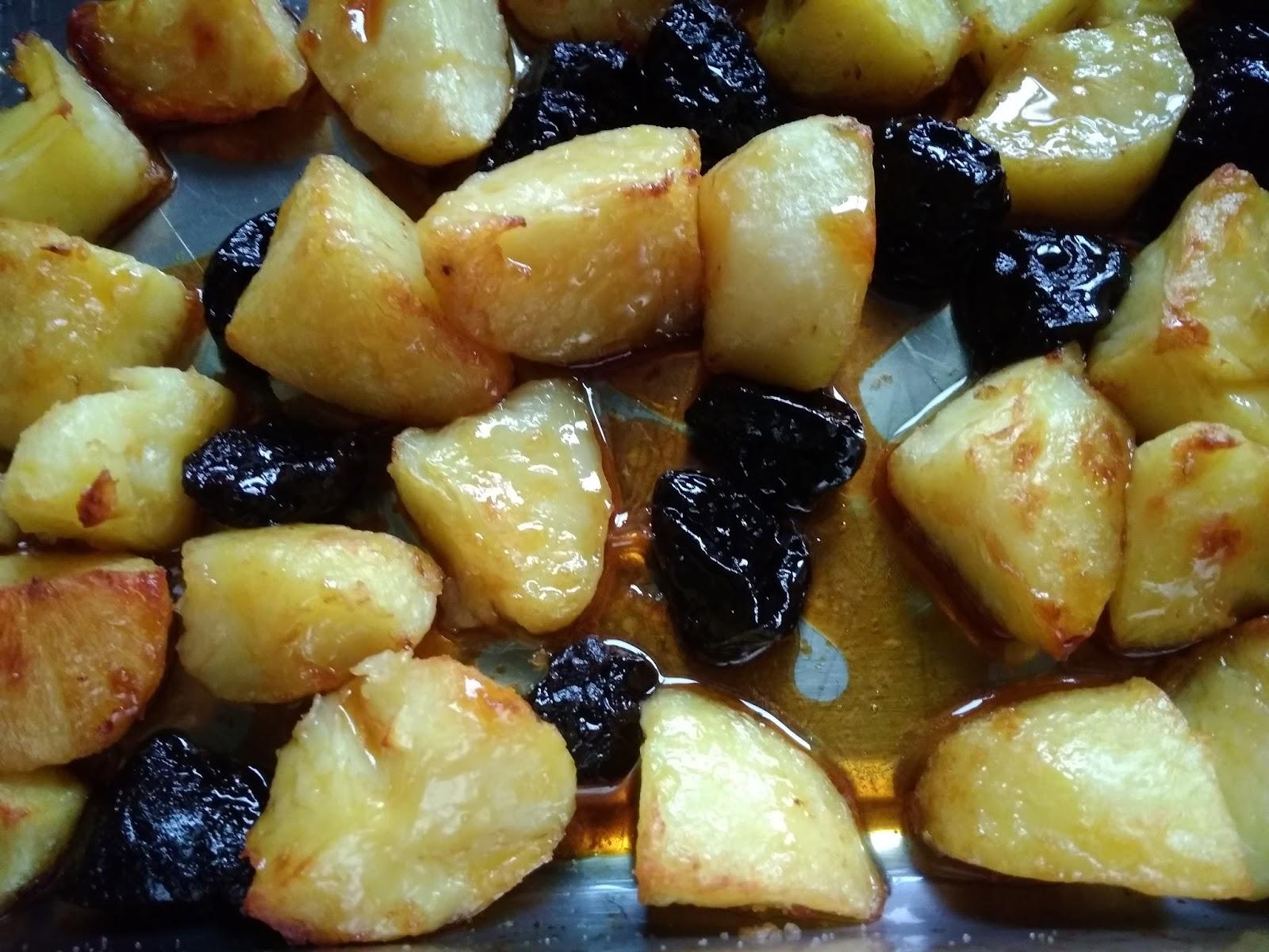 Pieczone  ziemniaki z karmelem i suszonymi śliwkami
