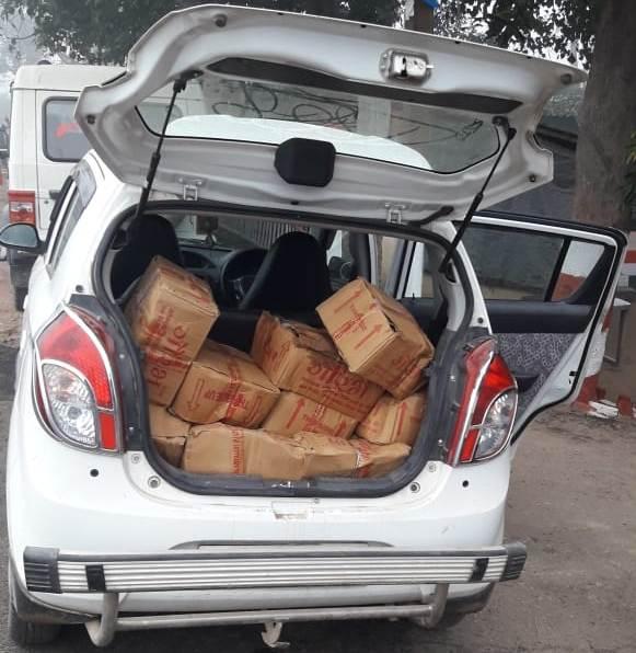 पुलिस ने कार से  बरामद किए 950 बोतल शराब