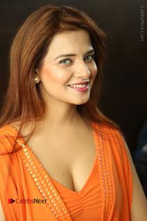 Actress Saloni Aswani Pos in Short Dress at Meelo Evaru Koteeswarudu Movie Interview  0028.JPG