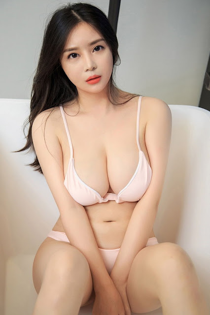 Hot and sexy big boobs photos of beautiful busty asian hottie chick Chinese booty model Zhi Yao photo highlights on Pinays Finest Sexy Nude Photo Collection site.