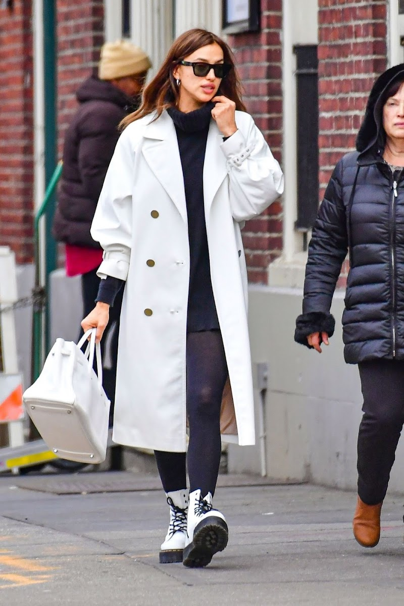 Irina Shayk Clicked Outside While Shopping with Her Mother in New York 27  Jan-2020