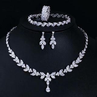 Bộ trang sức kim cương cưới nhân tạo