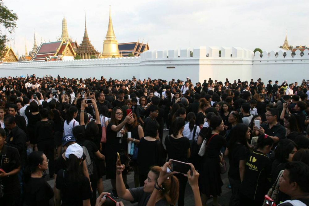 ... tourists complain that death of Thai king has spoilt their holidays