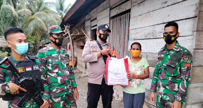 Kunjungi Daerah Pedalaman, Satgas Madago Raya Salurkan Bantuan Sosial