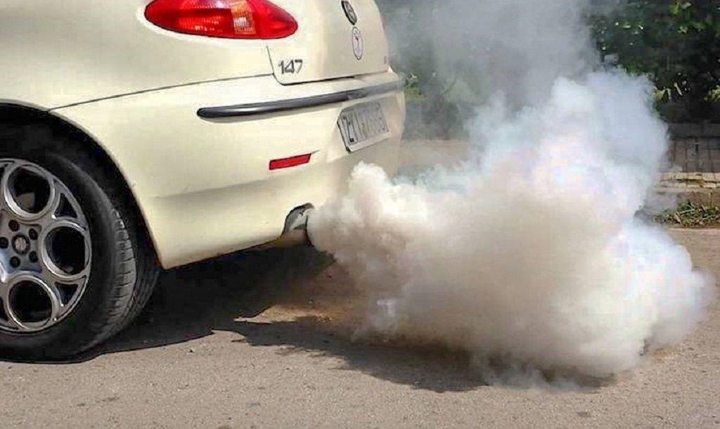 Nguyên nhân khiến xe ô tô bị ra khói trắng và cách xử lý