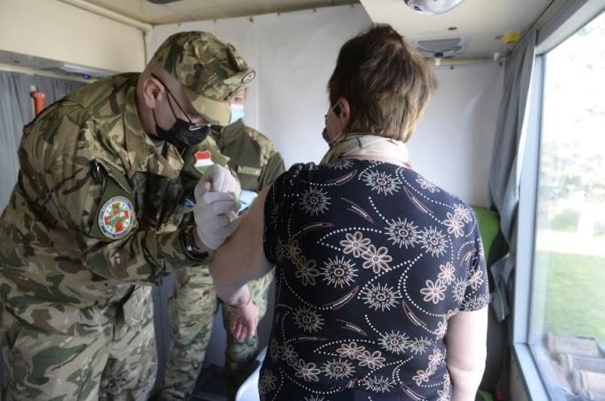 György István: megkezdték a munkát a Magyar Honvédség oltóbuszai